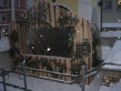 Hier ist der in einem Projekt selbst gefertigte Stand unserer Schule auf dem Kallmünzer Weihnachtsmarkt 2010.